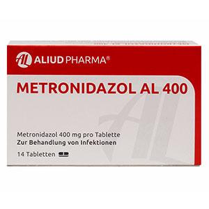 Wie sollte die Metronidazol-Dosierung angepasst werden